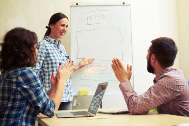 Jak mierzyć efekty szkoleń językowych w firmie?